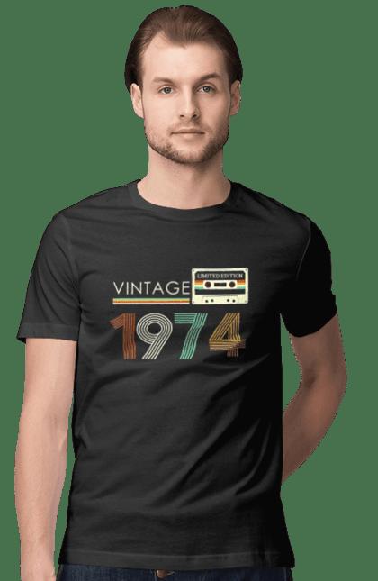 Футболка чоловіча з принтом Вінтаж 1974. 1974, 70е, вінтаж, касета, ретро. CustomPrint.market