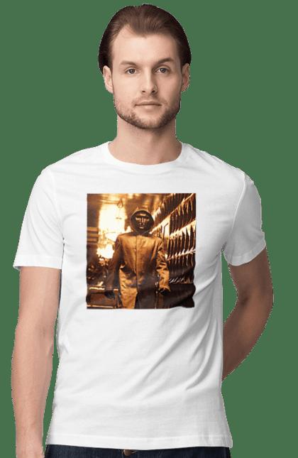 Футболка чоловіча з принтом Гра в кальмара, ватажок в залізній масці. Ватажок, гра в кальмара, кальмар, серіал. CustomPrint.market
