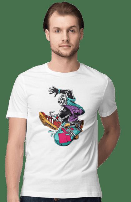 Футболка чоловіча з принтом Панда На Скейті. Кеди, панда, скейт.
