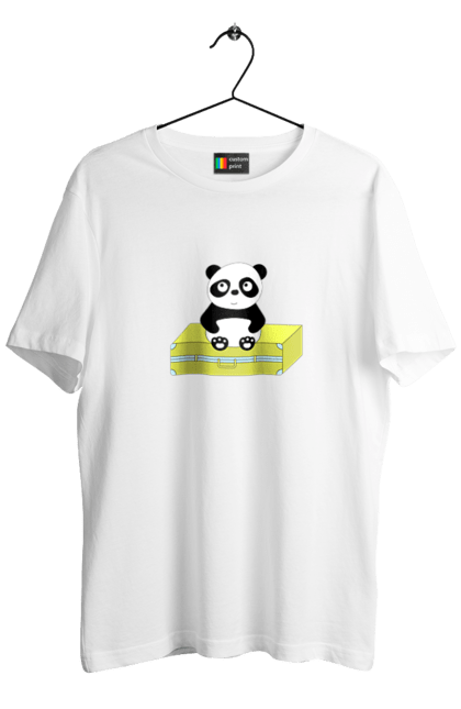 Панда на валізі