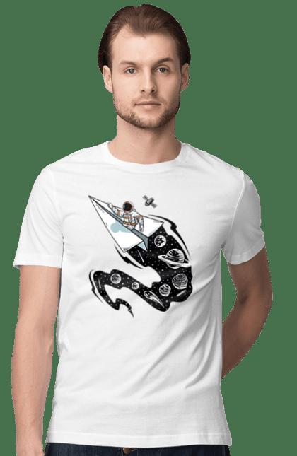 Футболка чоловіча з принтом Космонавт На Паперовому Літаку. Космонавт, космос, паперовий літак. CustomPrint.market