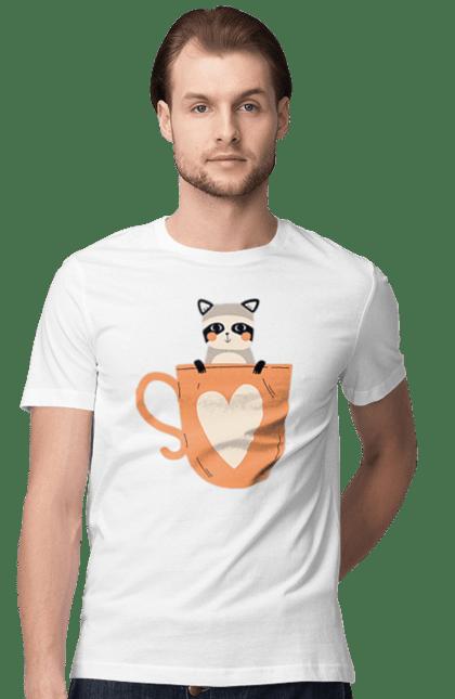 Футболка чоловіча з принтом Єнот в чашці. Єнот, зима, кава, осінь, чай, чашка. BlackLine