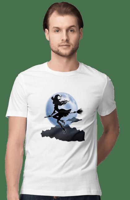 Футболка чоловіча з принтом Хеллоуїн, відьма на мітлі при місяці. Відьма, місяць, мітла, смерть, хеллоуїн. BlackLine