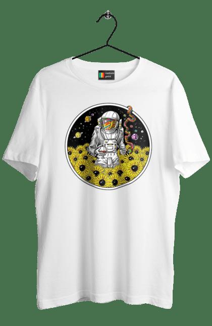 Космонавт В Поле