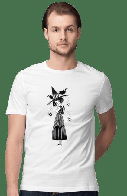 Футболка чоловіча з принтом Відьмочка в капелюсі з воронами. Ведьма, відьма, ворона, капелюх, рюкзак, хеллоуин, шляпа. CustomPrint.market
