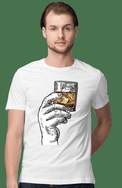 Футболка чоловіча з принтом Піднімаємо Стакан З Віскі. Алкоголь, віскі, склянка. BlackLine