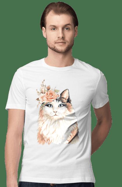 Футболка чоловіча з принтом Біло-рудий котик у вінку. Вінок, кіт, котик, троянди.