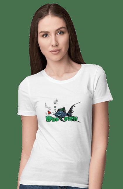 Футболка жіноча з принтом Риба Курить Коноплю. Канабіс, конопля, курити, плавати, риба. CustomPrint.market