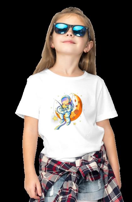 Футболка дитяча з принтом День Рибака Астронавт Рибалить. Астронавт, день, день рибалки, заре, зірка, месяц, місяць, рибалка, рыбаки, рыбалка.